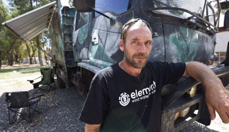 囤厕纸弱爆了!200升水,2000颗种子,8吨载重卡车!澳洲最强囤货王是他