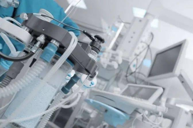 疫情当下,各大牌开始跨界支援!LV牌消毒洗手液!劳斯莱斯牌呼吸机!